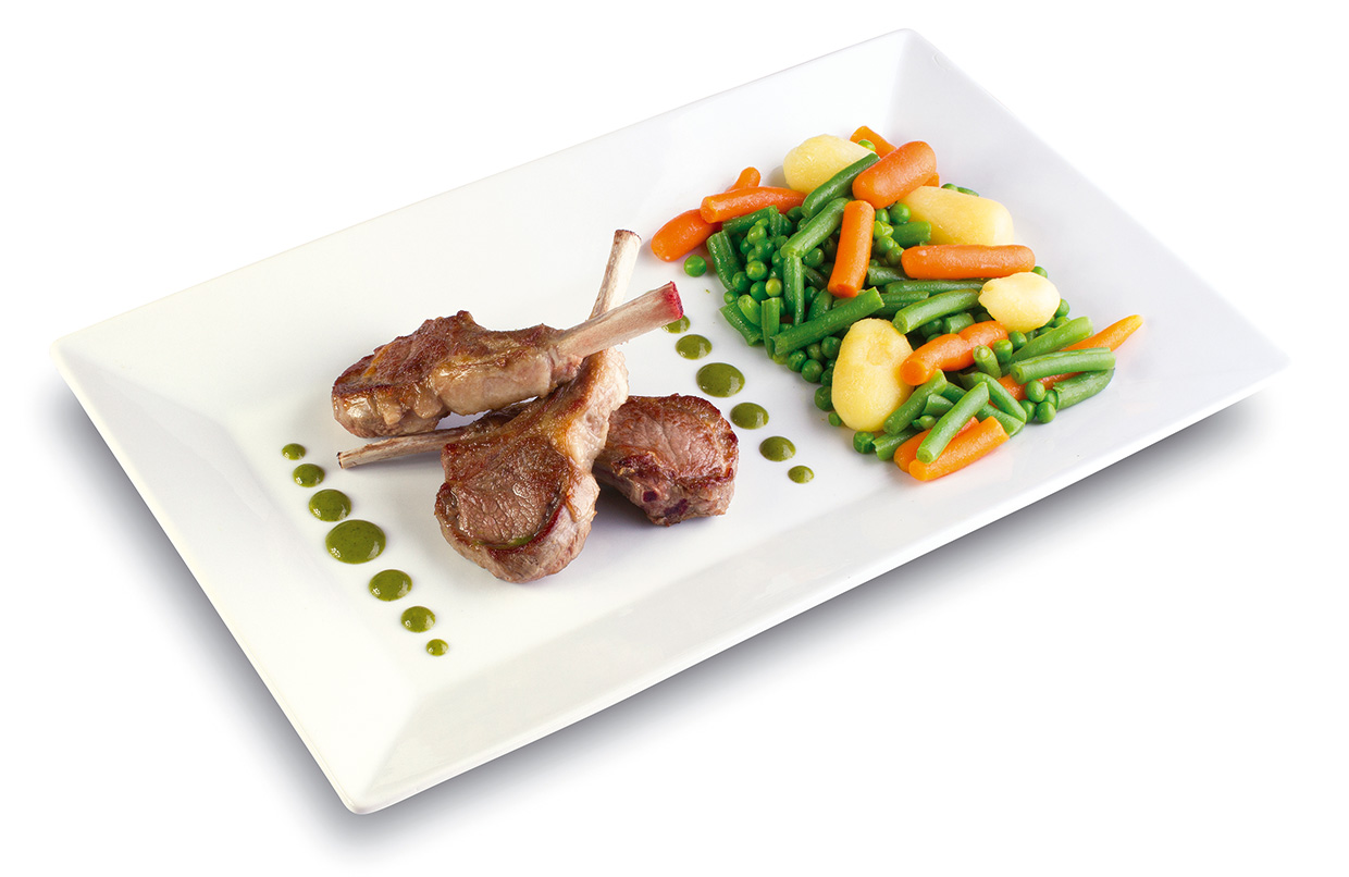 Lamb chop trio with its side of steamed vegetables drizzled with persillade coulis