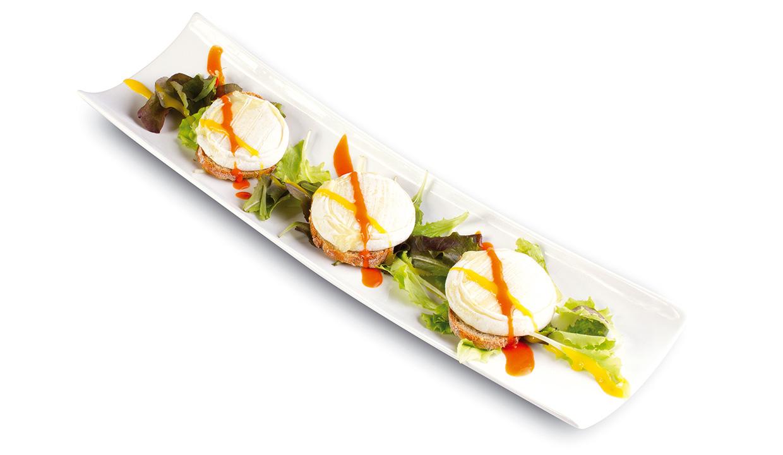 Salade de chèvre chaud et son duo coulis aromatiques thym citron et romarin